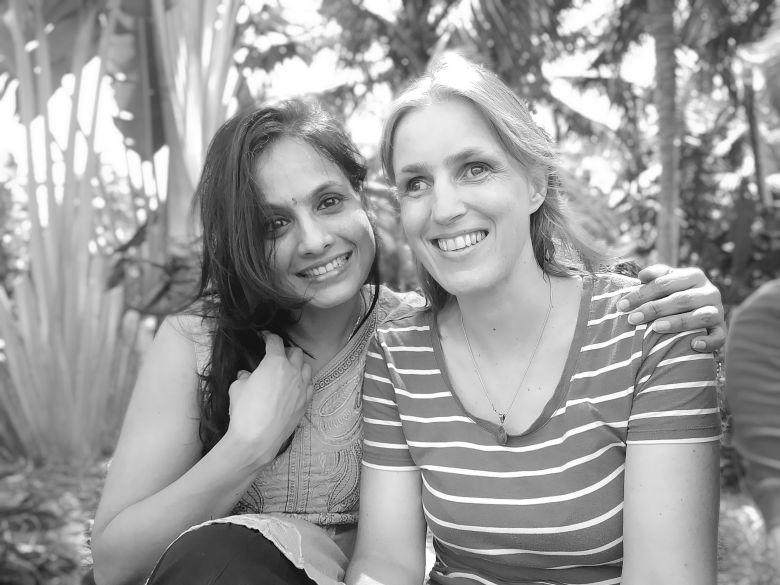 Priya Mohan und Sabriye Tenberken im kanthari campus in Kerala